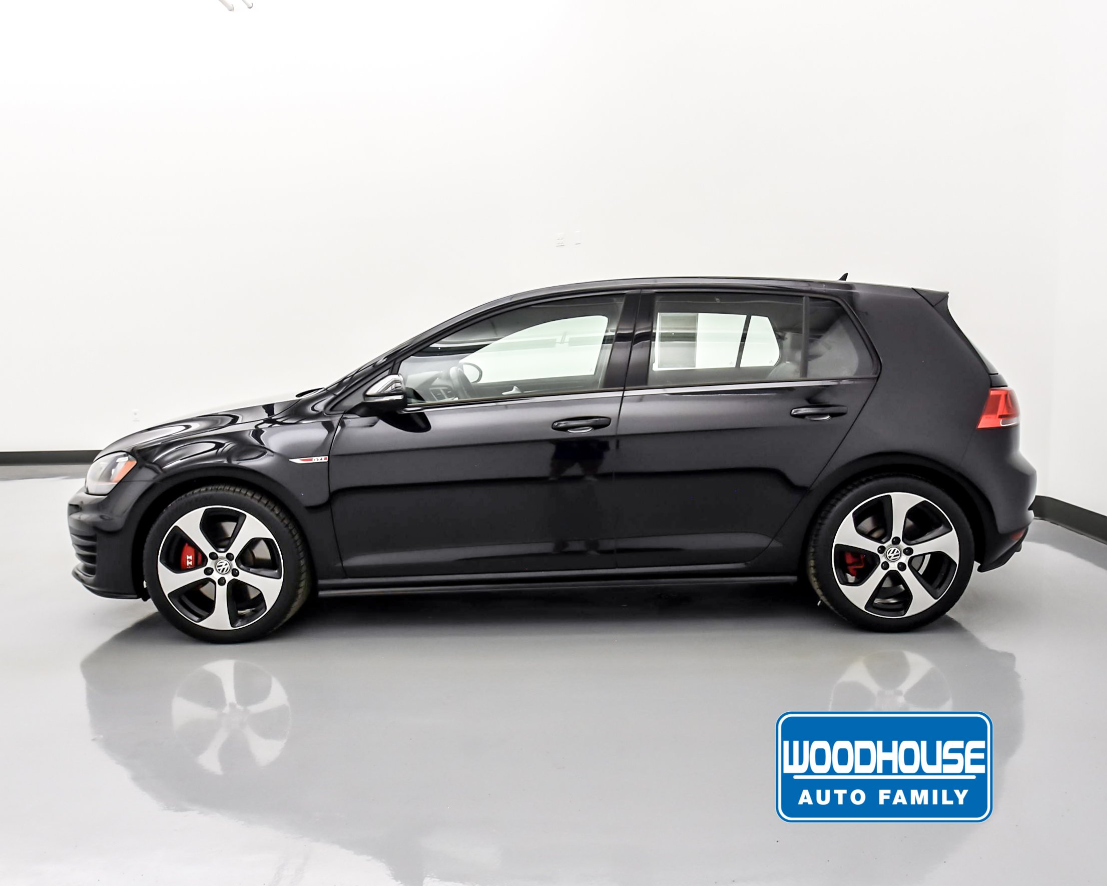 Pre-Owned 2016 Volkswagen Golf GTI SE w/Performance Pkg